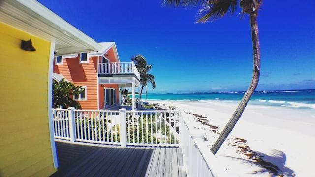 This adorable beach cottage is the perfect getaway for a couple. It features a king-size bed, fully stocked kitchen and even has indoor and ocean-side showers. There's a custom infinity pool overlooking the beach, and at night the view's perfect for star gazing.<span>Check it out</span>.