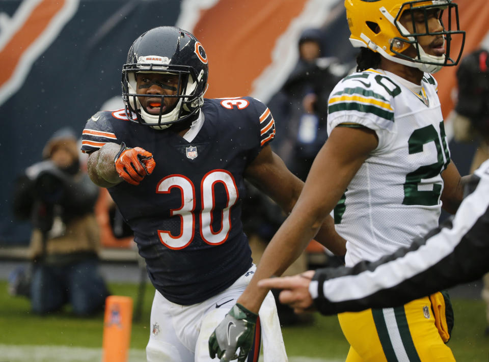Chicago Bears running back Benny Cunningham argues for a touchdown call during the first half against the Green Bay Packers. (AP Photo)