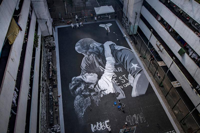 A giant mural of former NBA star Kobe Bryant and his daughter Gianna, painted hours after their death, is seen at a basketball court on Jan. 28, 2020, in the basketball-obsessed Philippines. (Photo: Ezra Acayan via Getty Images)