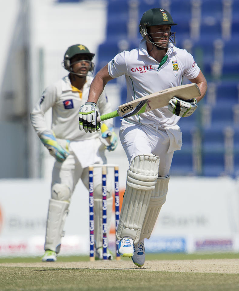 South Africa's batsman Ab de Villiers and Pakistan's wicket keeper Adnan Akmal play on the fourth day of their first Test against South Africa at the Sheikh Zayed Cricket Stadium in Abu Dhabi on October 17, 2013. AB de Villiers hit a fighting fifty to delay Pakistan's victory march over South Africa on the fourth day of the first Test in Abu Dhabi today. AFP PHOTO/STR        (Photo credit should read STR/AFP/Getty Images)