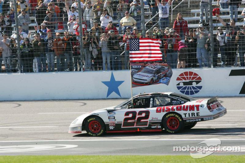 "2010 - NASCAR Nationwide: Brad Keselowski (Dodge Charger und Challenger)<span class=""copyright"">Michael C. Johnson</span>"