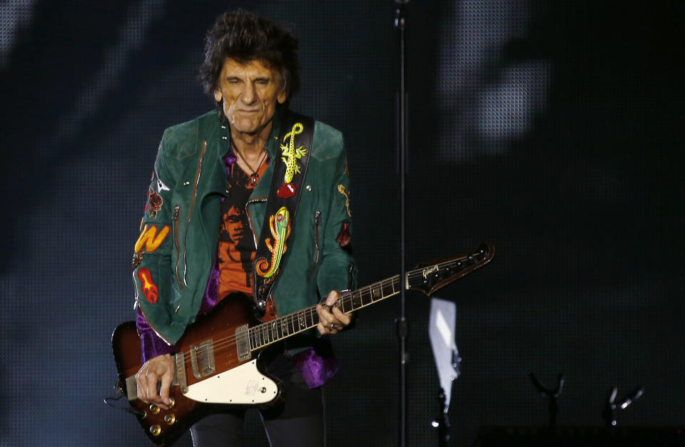 """Ron Wood of the Rolling Stones performs during the band's first concert of the """"No Filter"""" European tour, at the Stadtpark in Hamburg, Germany, September 9, 2017. REUTERS/Morris Mac Matzen"""