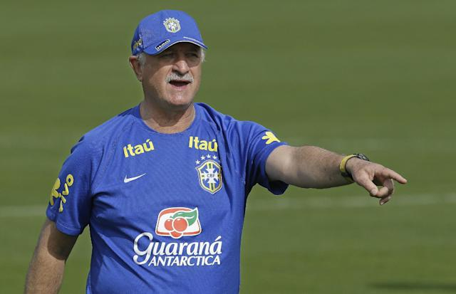 Brazil coach Luiz Felipe Scolari instructs players during a training session at the Granja Comary training center in Teresopolis, Brazil, Thursday, June 26, 2014. Brazil will face Chile in their next World Cup soccer match, Saturday. (AP Photo/Andre Penner)