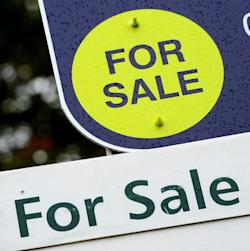 House prices. File photo dated 14/10/14 of For Sale signs, house price growth ground to a halt in October after 15 successive month-on-month increases, according to an index. Issue date: Wednesday November 2, 2016. Nationwide Building Society said the rate of monthly change in property values was 0% in October - marking the first time since June 2015 that prices have not increased month on month. See PA story ECONOMY House. Photo credit should read: Andrew Matthews/PA Wire URN:29068312