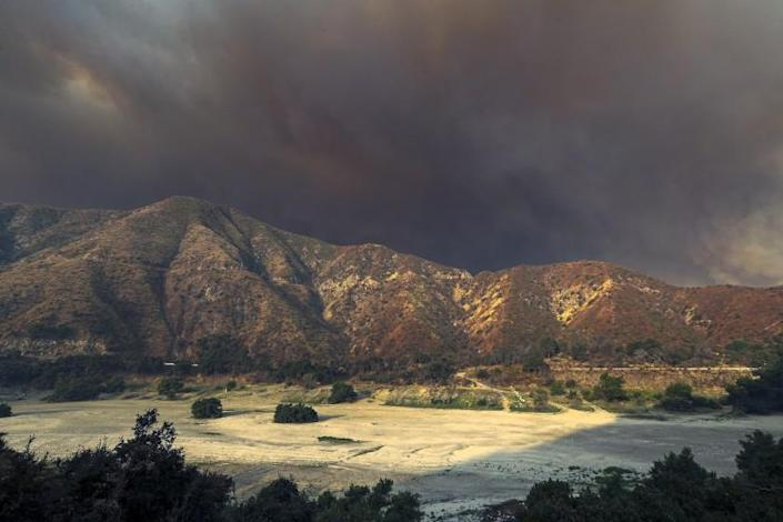 """The Bobcat fire rages in the San Gabriel Mountains. <span class=""""copyright"""">(Irfan Khan / Los Angeles Times)</span>"""