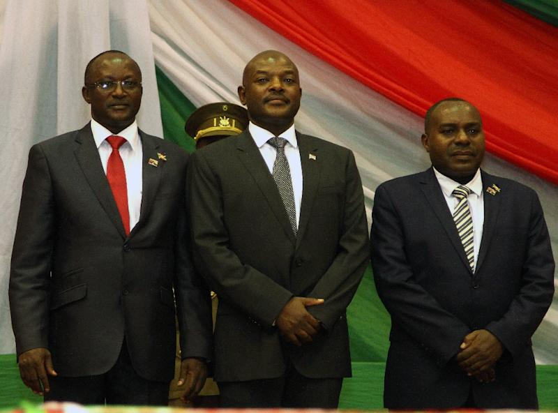 Burundi's President Pierre Nkurunziza (C) poses with his new first and second vice-presidents respectively; Gaston Sindimwo (L) and Dr Joseph Mutore after being sworn in for a controversial third term in power, in Bujumbura, on August 20, 2015 (AFP Photo/Landry Nshimiye)