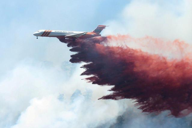 <p>A plane drops fire-retardant chemicals on the 416 Fire near Durango, Colo., June 9, 2018. (Photo: La Plata County/Handout via Reuters) </p>