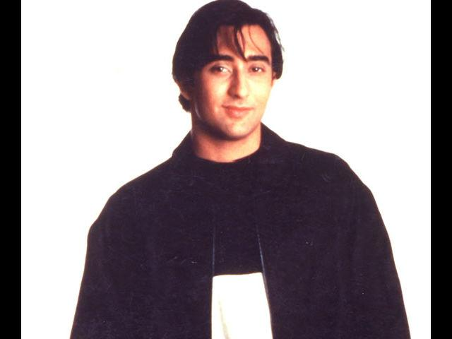 <b>2. Rahul Khanna</b><br> You will not see Rahul Khanna running around trees, singing melodies with his love in a movie. But you will always see him looking meticulously stylish at every event he goes to. We like how Rahul Khanna puts emphasis on the smallest of details to look just perfect.