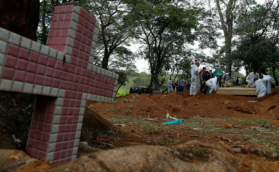 EDITORS NOTE: Graphic content / A coffin is buried at the Vila Formosa cemetery in Sao Paulo, Brazil, on April 14, 2021, amid the novel coronavirus COVID-19 pandemic. - The
