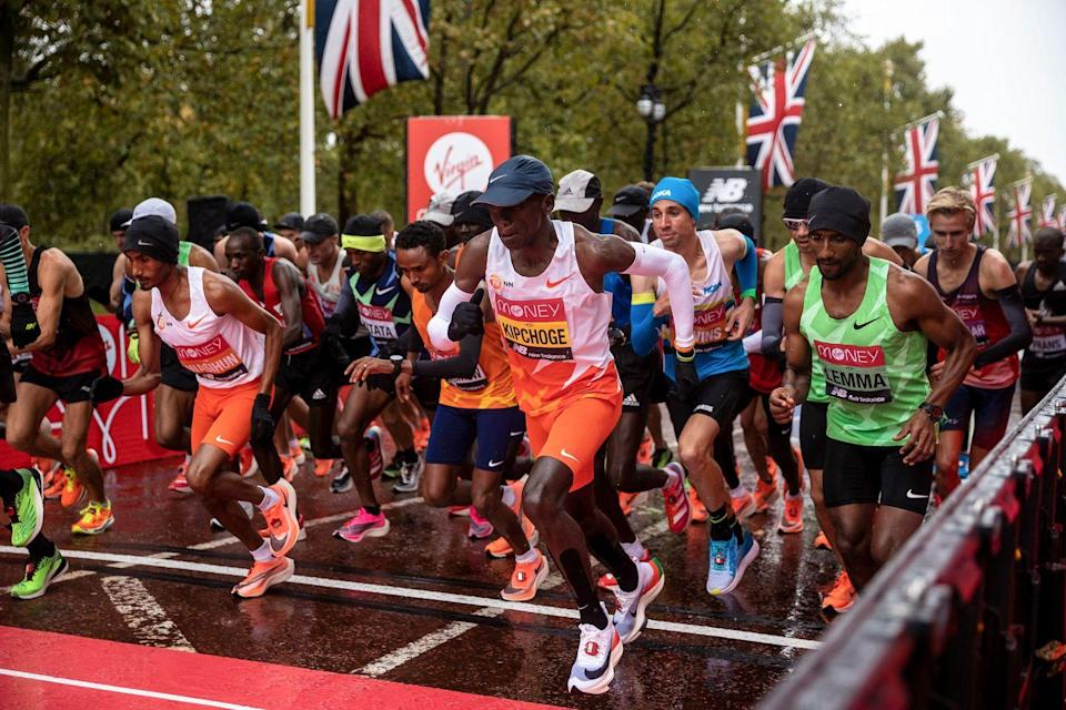 <p>The elite men's race takes off at the start of the London Marathon </p>