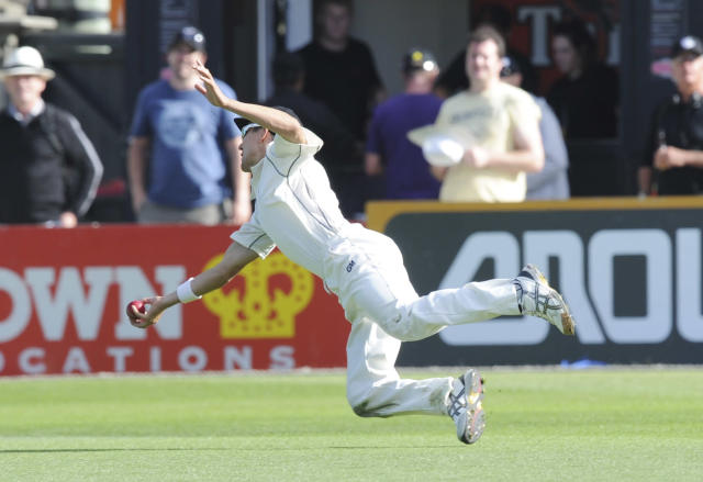 New Zealand's Trent Boult takes a diving catch to dismiss India's Ajinkya Rahane for 118 on the second day of the second cricket test in Wellington, New Zealand, Saturday, Feb. 15, 2014. (AP Photo/SNPA, Ross Setford) NEW ZEALAND OUT