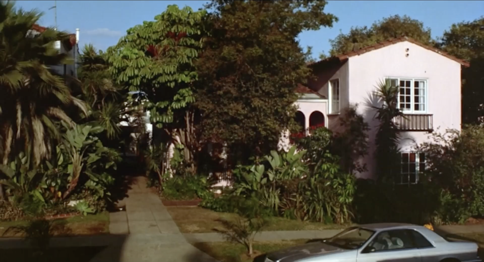 """<p>In <em>L.A. Story</em>, Harris K. Telemacher AKA Steve Martin lives in a Mediterranean-style home. While the exterior of the house is pretty damn sweet—the interior is, well, just alright. Harris isn't the most organized, but he does have a pretty great plant.</p><p><a class=""""link rapid-noclick-resp"""" href=""""https://www.amazon.com/L-Story-Steve-Martin/dp/B00B19GW5G/ref=sr_1_2?s=instant-video&ie=UTF8&qid=1543876137&sr=1-2&keywords=la+story&tag=syn-yahoo-20&ascsubtag=%5Bartid%7C10063.g.35507124%5Bsrc%7Cyahoo-us"""" rel=""""nofollow noopener"""" target=""""_blank"""" data-ylk=""""slk:WATCH ON AMAZON PRIME"""">WATCH ON AMAZON PRIME</a></p>"""