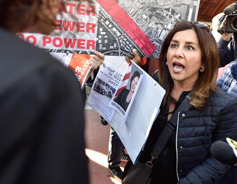 An opponent of a proposed homeless shelter argues with a supporter in Irvine, California. (Photo: Jeff Gritchen/Digital First Media/Orange County Register/Getty Images)
