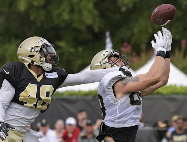 Saints' J.T. Gray heads to locker room after blocked punt with apparent injury
