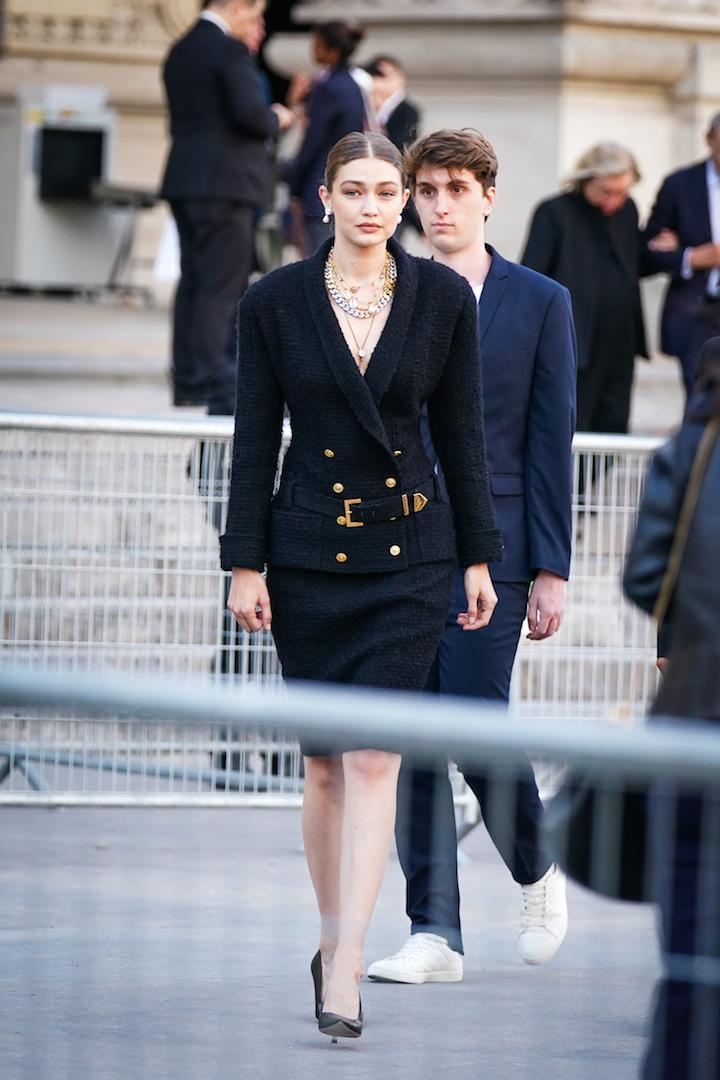 The supermodel paid tribute to the late designer in a chic Chanel skirt suit accessorised with heaps of jewellery. <em>[Photo: Getty]</em>
