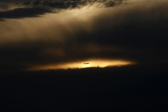 A passenger jet flies towards Hongqiao Airport in Shanghai August 23, 2011. (REUTERS/Aly Song)