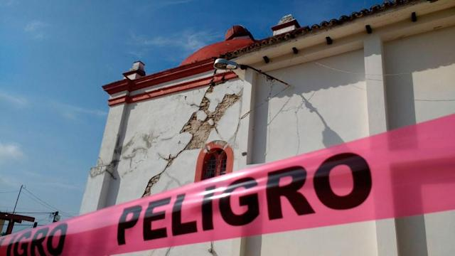 <p>A church is seen damaged after a 8,2 earthquake in Chiapa de Corzo, Chiapas, Mexico on Sept. 8, 2017. (Photo: Anadolu Agency/Getty Images) </p>