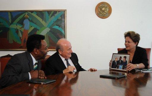 Dilma Rousseff (R), Sepp Blatter (C) and Pele meet at Planalto Palace