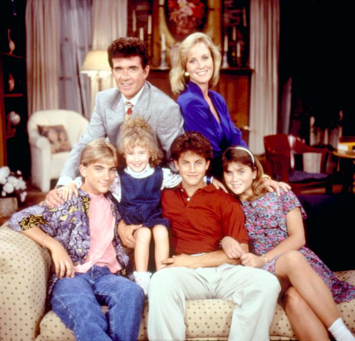 GROWING PAINS, 1985-92, top. l-r: Alan Thicke, Joanna Kerns, bottom, l-r: Jeremy Miller, Kristen or ((C)ABC / Courtesy Everett Collection)