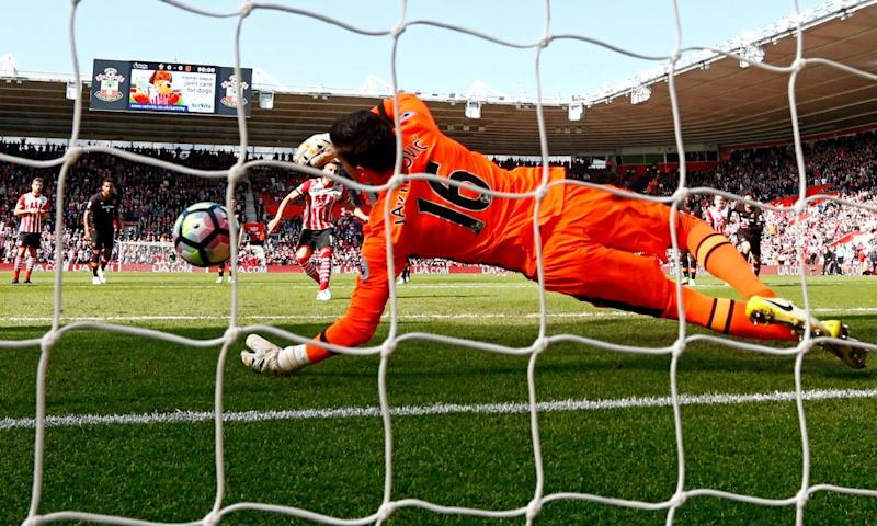 Eldin Jakupovic denies Dusan Tadic from the spot.