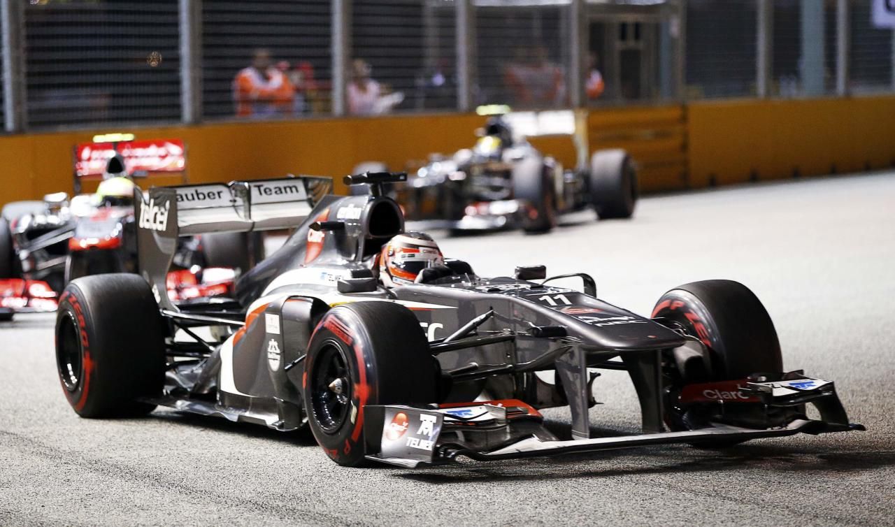 Sauber Formula One driver Nico Hulkenberg of Germany races during the Singapore F1 Grand Prix at the Marina Bay street circuit in Singapore September 22, 2013. REUTERS/Natashia Lee (SINGAPORE - Tags: SPORT MOTORSPORT F1)