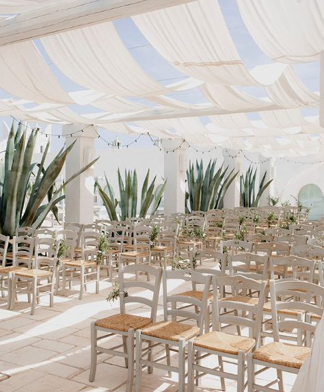<p>Even the aisle the couple walked down to get hitched was super pretty. Source: Instagram/AnnaHeinrich </p>