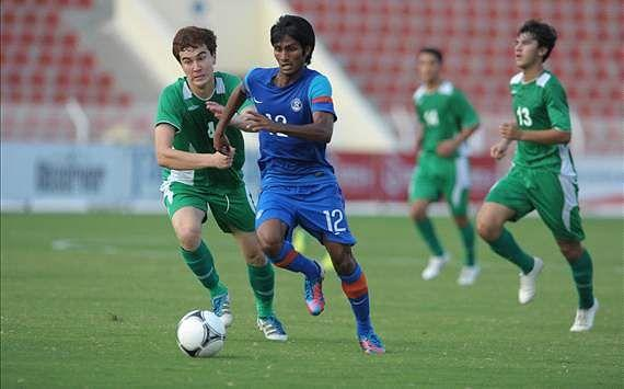 Alywn George (in blue) will be reuniting with Arthur Papas at Dempo Photo Credit: AIFF Media
