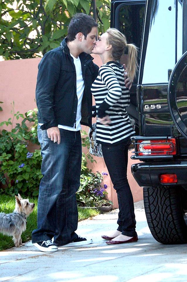 """Hilary Duff's dog looks on while she scores a smooch from her hockey player boyfriend Mike Comrie. After/<a href=""""http://www.x17online.com"""" target=""""new"""">X17 Online</a> - April 21, 2008"""