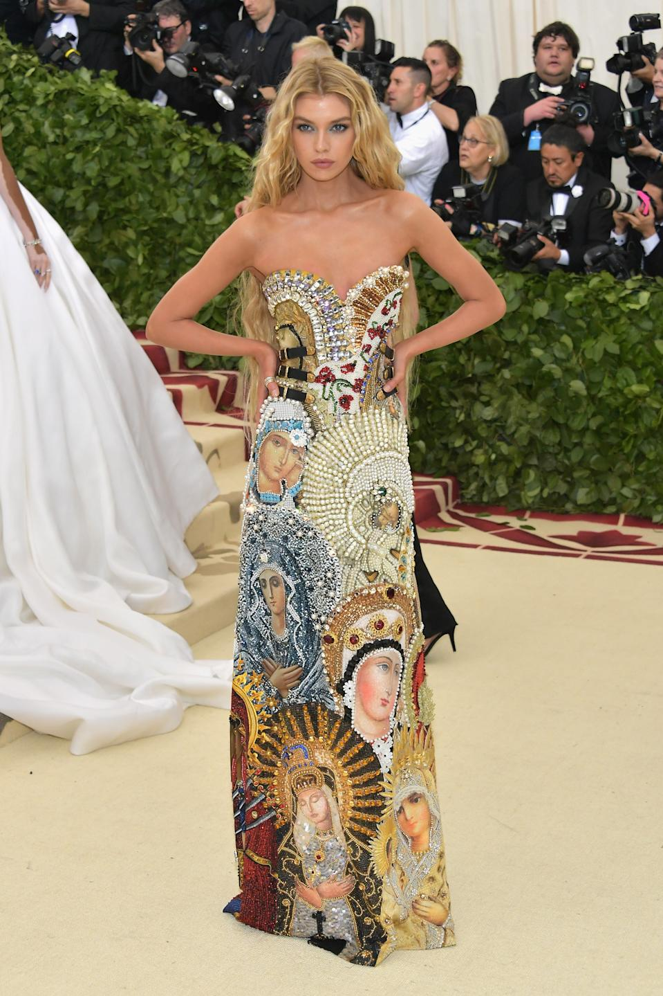 """<h1 class=""""title"""">Stella Maxwell in Moschino, Casadei shoes, and David Yurman jewelry</h1><cite class=""""credit"""">Photo: Getty Images</cite>"""