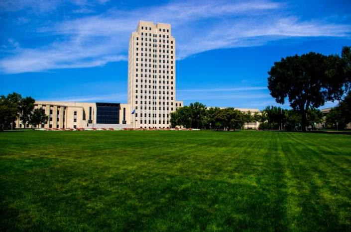 bismarck, capitol, building, capital, lawn, trees, state capitol, art deco, great depression, north dakota, skyscraper, government, legislature, clouds, house of government,