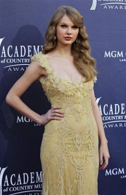 Singer Taylor Swift arrives at the 46th annual Academy of Country Music Awards in Las Vegas April 3, 2011.