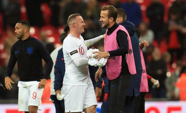 Kane congratulates Rooney after the final whistle