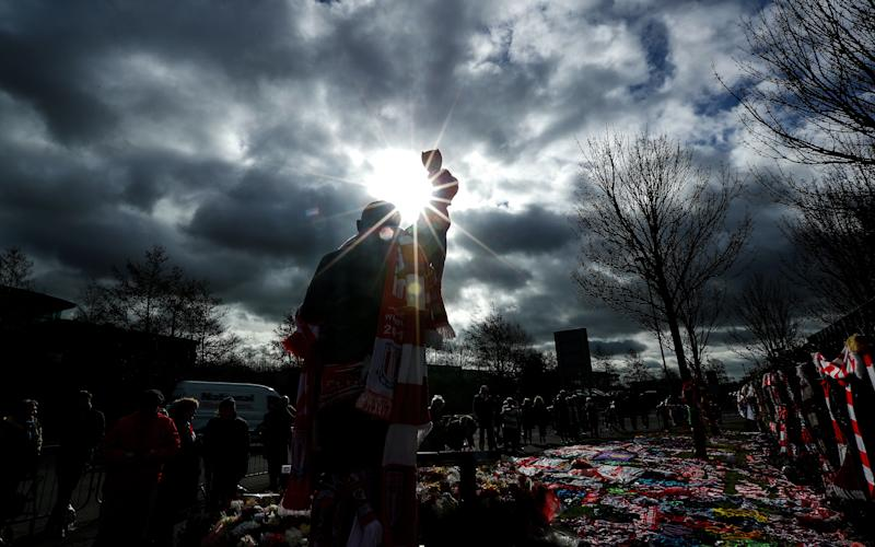 Football fans pay their respects in memory of Gordon Banks at the bet365 Stadium ahead of the former Stoke City and England goalkeeping legend's funeral on March 4, 2019 in Stoke, England. (Photo: Matthew Lewis/Getty Images)