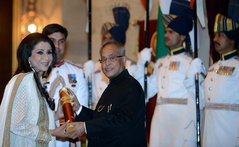 Then-Indian President Pranab Mukherjee (R) presents the Padma Shree award to Vandana Luthra during the presentation of the Padma Awards 2013 at The Presidential Palace in New Delhi on April 5, 2013. (Photo by RAVEENDRAN/AFP via Getty Images)