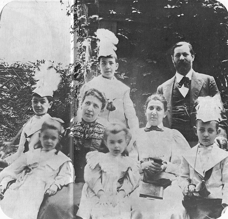 Sigmund Freud and his family in 1898. Sophie Freud is the little girl on the left, when she was 5 years old. [Photo: Wikipedia]