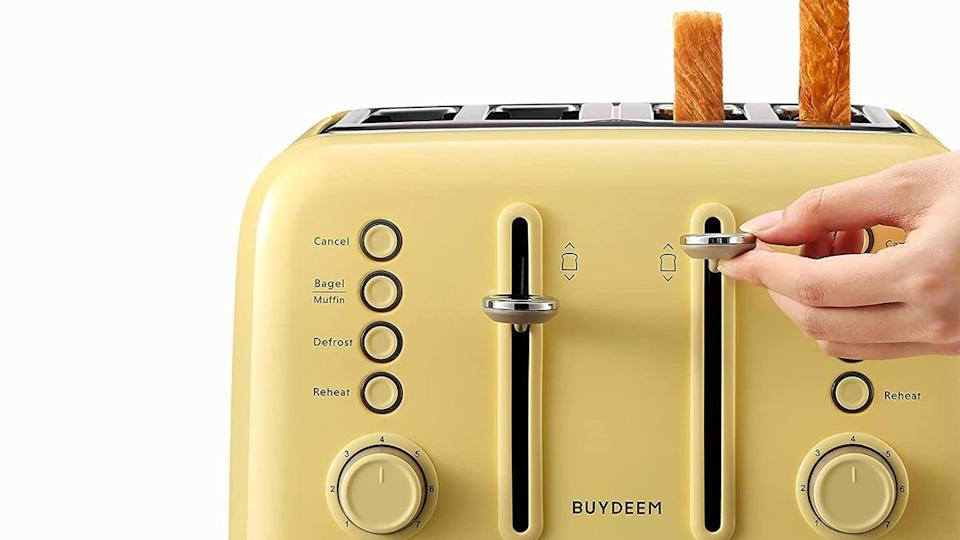 Shoppers were wowed by the colorful, retro look of this 4-slice toaster oven.