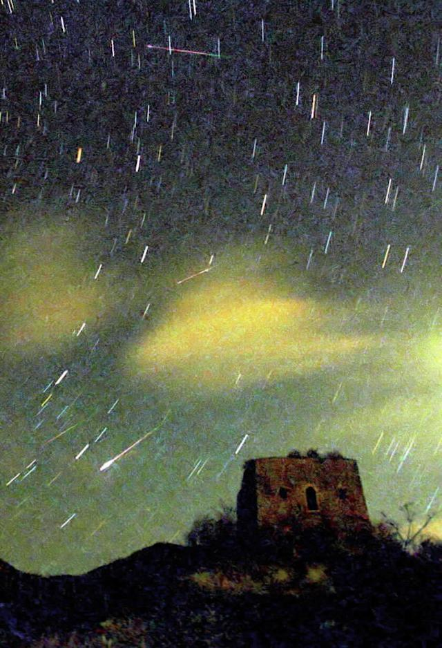 Colorful streaks of meteors are seen in the sky of the suburbs of Beijing on Monday, Nov. 19, 2001. The Leonids meteor shower occured in Beijing, Nanjing and other places in the early morning of Nov. 19. (AP Photo/Xinhua, Li Jundong)