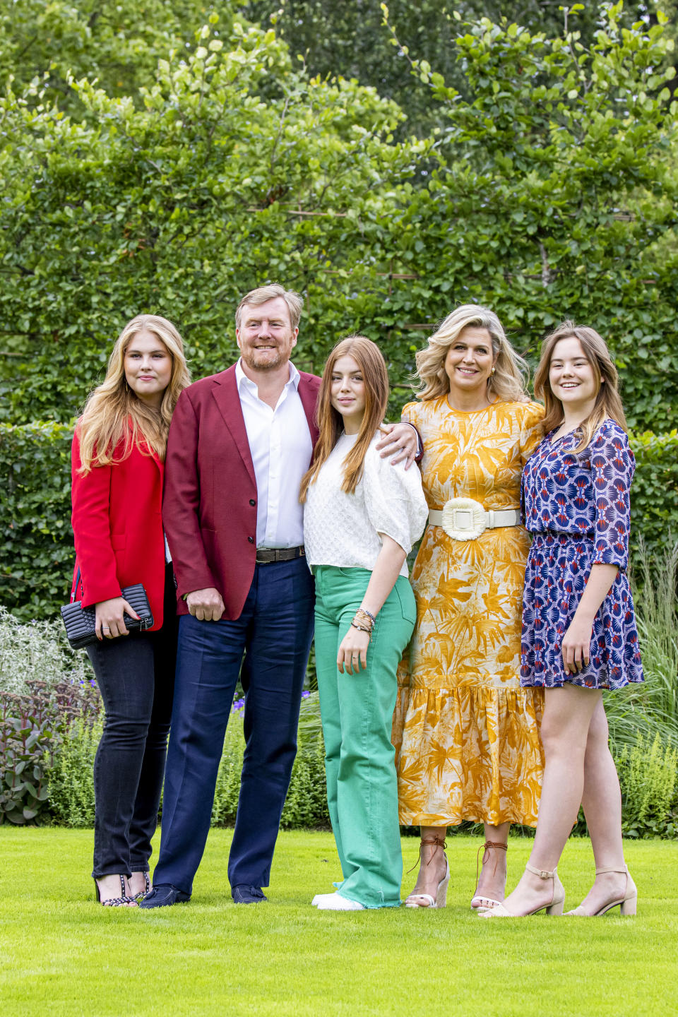 THE HAGUE, NETHERLANDS - JULY 16: King Willem-Alexander of The Netherlands, Queen Maxima of The Netherlands, Princess Amalia of The Netherlands, Princess Alexia of The Netherlands and Princess Ariane of The Netherlands pose for the media at Huis ten Bosch Palace on July 16, 2021 in The Hague, Netherlands. (Photo by Patrick van Katwijk/Getty Images)