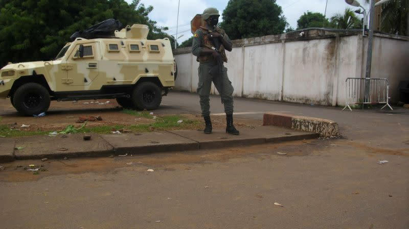 Regional delegation to visit Mali to try to reverse coup as junta, opposition close ranks