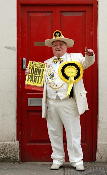 """Alan """"Howling Laud"""" Hope, Leader of the Monster Raving Loony Party, standing outside his campaign headquarters in Witney on April 19, 2010 (AFP Photo/Adrian Dennis)"""