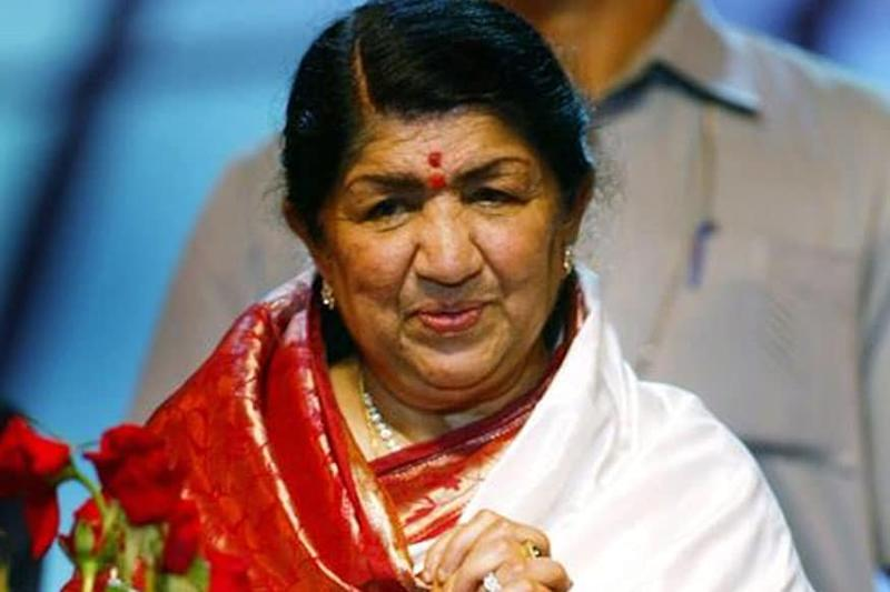 Lata Mangeshkar Returns Home from Hospital, Tweets She was Diagnosed with Pneumonia