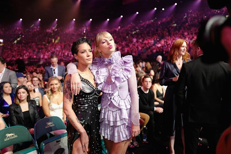 LAS VEGAS, NV - MAY 01: (L-R) Halsey and Taylor Swift attend the 2019 Billboard Music Awards at MGM Grand Garden Arena on May 1, 2019 in Las Vegas, Nevada. (Photo by John Shearer/Getty Images for dcp)