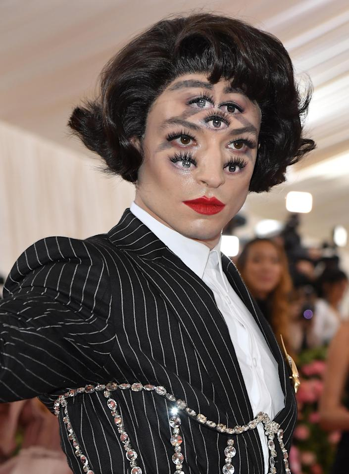Ezra Miller's face became an optical illusion for the night.