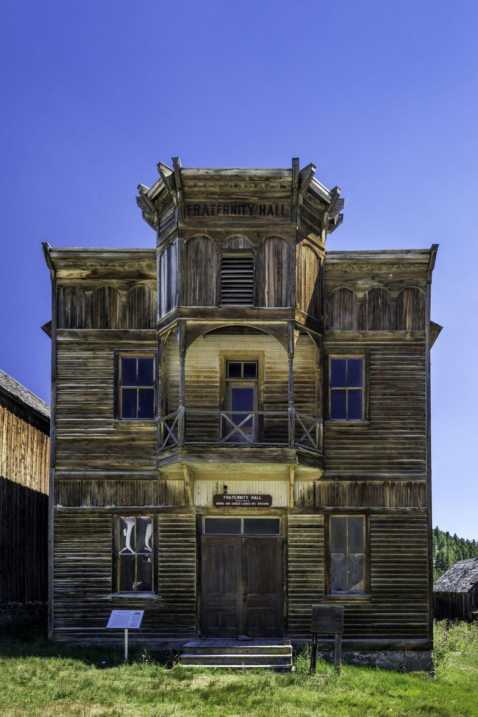 """<p><strong>Population:</strong> <span class=""""redactor-invisible-space"""">10</span></p><p><span class=""""redactor-invisible-space""""><br>This ghost town used to be a mecca for silver mining. The Fraternity Hall, a structure used to host town gatherings, is one of the only buildings left. <br></span></p>"""