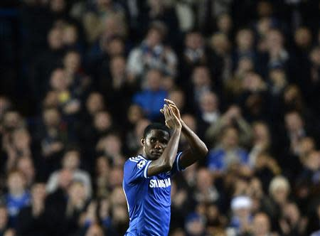 Chelsea's Samuel Eto'o acknowledges the crowd as he is substituted during their Champions League soccer match against FC Schalke 04 at Stamford Bridge in London November 6, 2013. REUTERS/Dylan Martinez