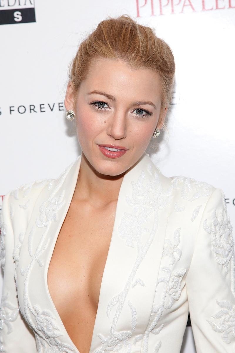 Wearing a simple, elegant up do with glossy, natural lip, Lively attended the The Private Lives Of Pippa Lee premiere.