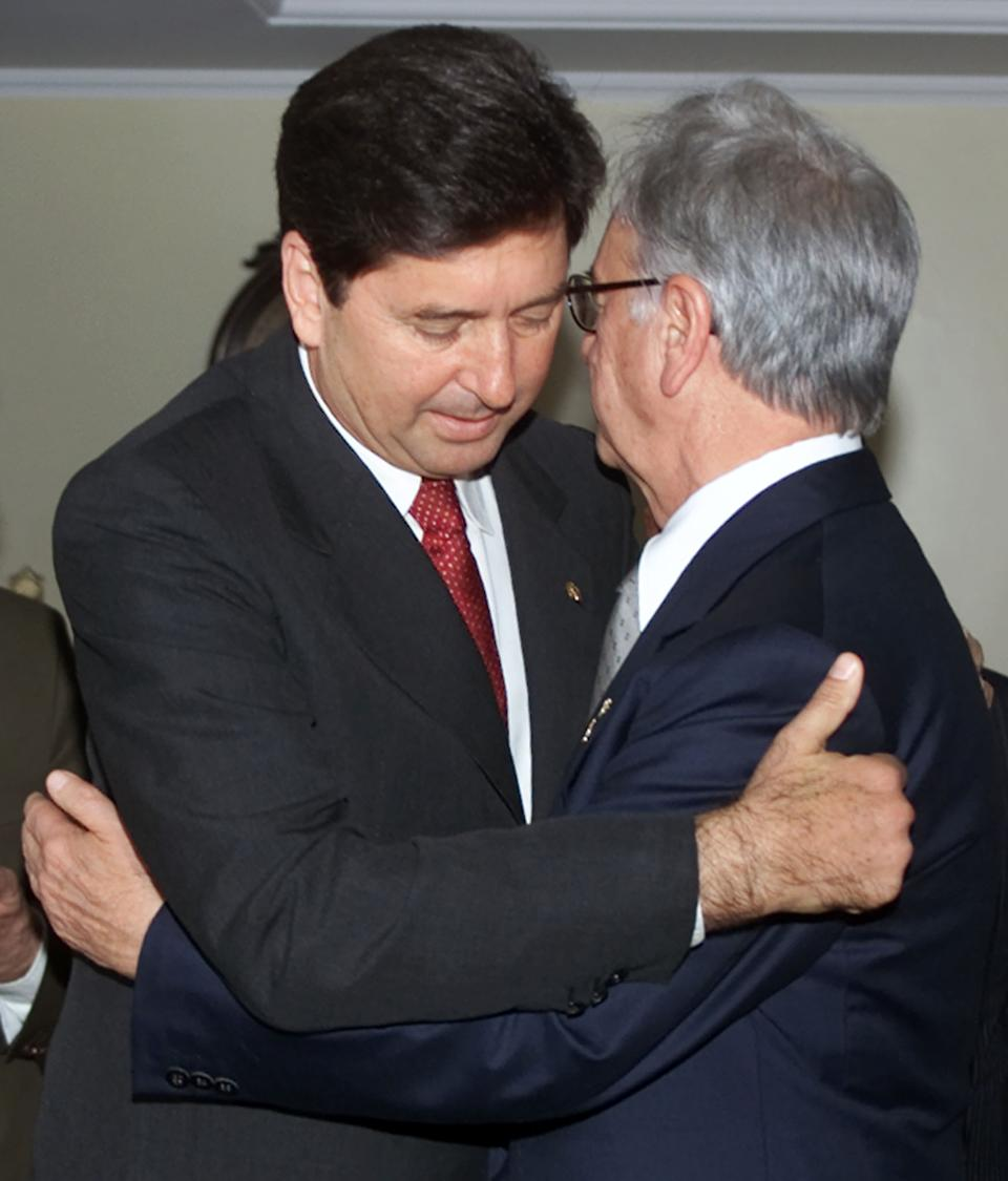 Senator Maguito Vilela (L), president of the Democratic Movement Party  (PMDB) hugs Minas Gerais state Governor Itamar Franco during a meeting  of Party leaders in Brasilia, July 18, 2001. Key members of the PMDB,  Brazil's largest political party, met to decide whether they would  continue to support the government of President Fernando Henrique  Cardoso and decide on Vilela's successor rumored to be Franco. Former  president of Brazil from 1992-94, Franco is considering another run for  the high office and considered by opinion polls to be one of the  primary candidates.    JB/HK