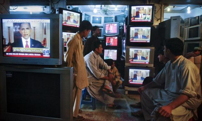 Shopkeepers gather around television screens showing a speech by President Barack Obama as he announced the death of al Qaeda leader Osama bin Laden at a market in Quetta May 2, 2011.