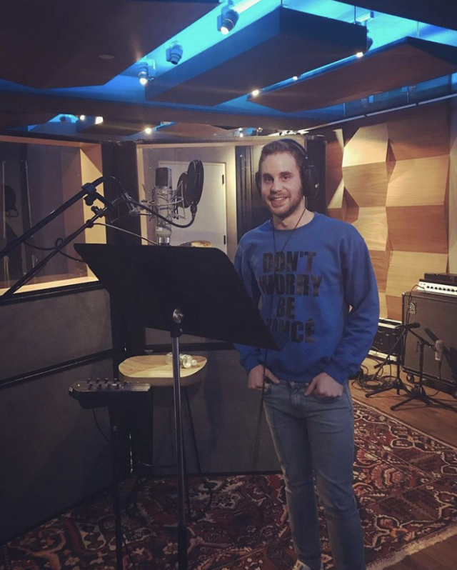 "<p>A proud member of the Beyhive, the <em>Dear Evan Hansen</em> Tony winner represented in the studio. ""Cooking up an album in a Beyonce sweatshirt,"" he wrote. (Photo: <a href=""https://www.instagram.com/p/BcVsp0QDYA4/?taken-by=bensplatt"" rel=""nofollow noopener"" target=""_blank"" data-ylk=""slk:Ben Platt via Instagram"" class=""link rapid-noclick-resp"">Ben Platt via Instagram</a>) </p>"