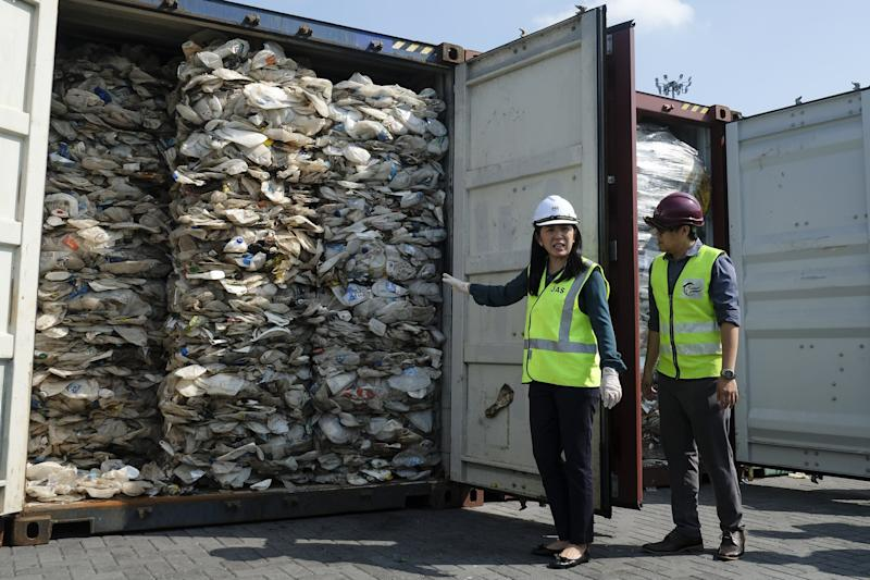 PORT KLANG, MALAYSIA - MAY 28: Minister of Energy, Science, Technology, Environment and Climate Change (MESTECC), Yeo Bee Yin (L) shows plastics waste shipment from Australia before sending back to the country of origin in Port Klang on May 28, 2019. A total of 3,000 metric tonnes of contaminated plastic waste will be shipping back to their countries of origin today, signalling Malaysias effort to take the lead in the global crusade against unscrupulous export of scrap. (Photo by Adli Ghazali/Anadolu Agency/Getty Images)